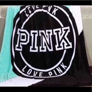Victoria's S PINK LOGO SOFT FLEECE BLANKET THROW